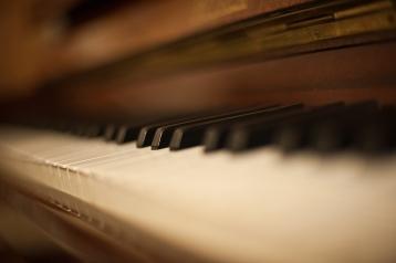 Piano_bokeh_by_NickKoutoulas